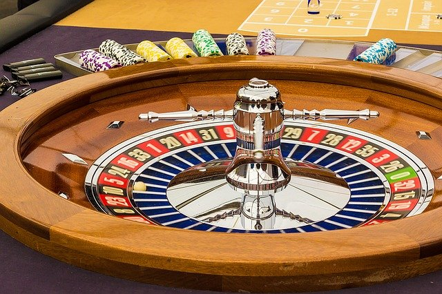 Categorize the games in the online casinos