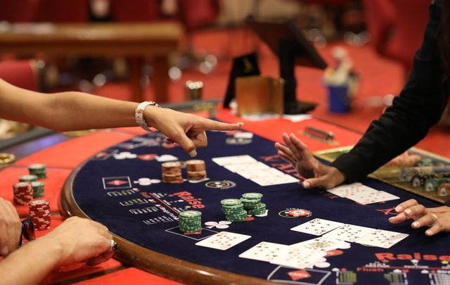 Online casino- Things you should consider while selecting an online casino website